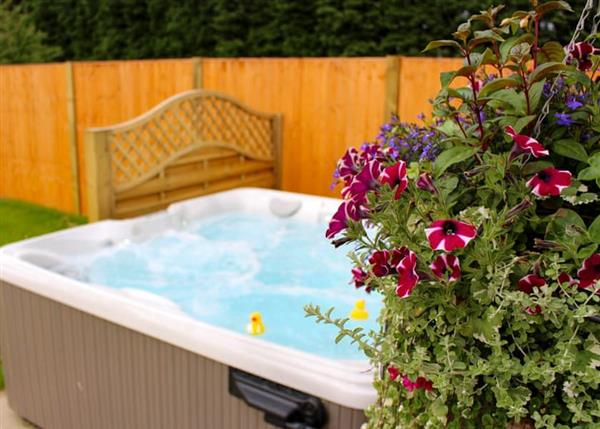 Relax and Explore Beech Tree Lakes Lodges, South Yorkshire