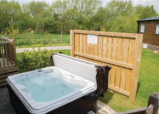 Alder Lodge VIP at Woodland Lakes Lodges, Thirsk