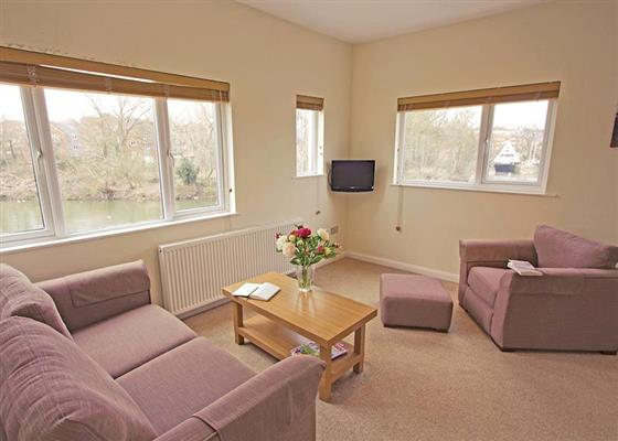 Bridge View Apartment at Weir Meadow Park, Evesham
