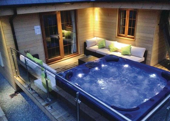 Cedar Wood Executive at Artro Lodges, Llanbedr