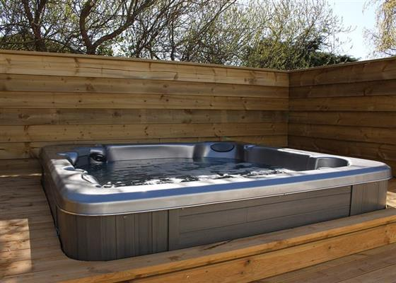 Deluxe Portland with Hot Tub at Searles Leisure Resort, Hunstanton