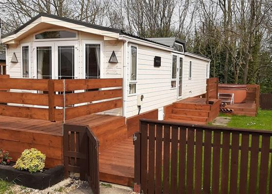 Deluxe Spa 2 Pet at Applegrove Country Park, Scarborough