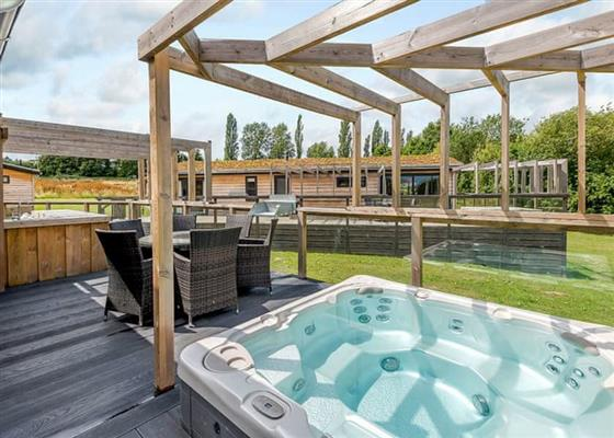 Deluxe Spa Pet at Alder Country Park, North Walsham