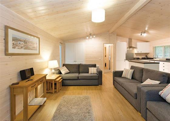 Fir Tree Lodge VIP at Woodland Lakes Lodges, Thirsk