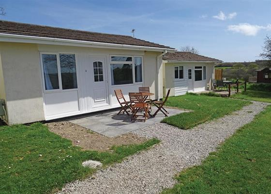 Garden Cottage 2 at Meadow Lakes Holiday Park, Saint Austell