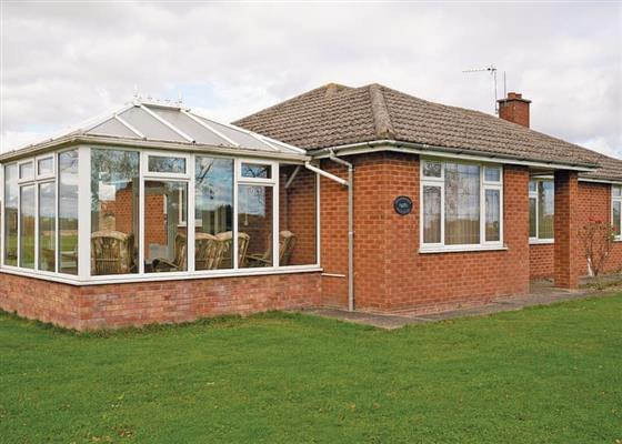 Honeysuckle Bungalow at Woodthorpe Leisure Park, Alford