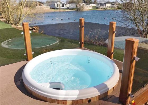 Indulgent Lakeside Lodge 8 VIP Plus at Tattershall Lakes Country Park, Lincoln