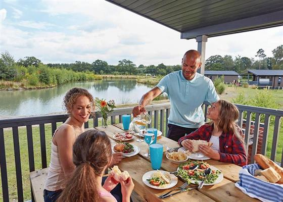 Lakeside 2 Pet Friendly at Woodhall Country Park Lodges, Woodhall Spa