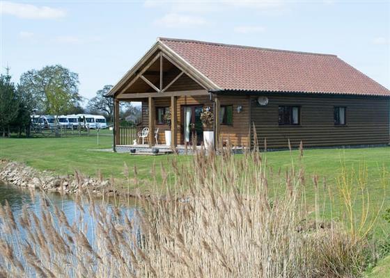 Lakeside Log Cabin at Camper UK Leisure Park, Newark
