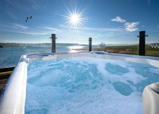 Luxury Lodge Hot Tub at Delamere Lake Holiday Park, Northwich