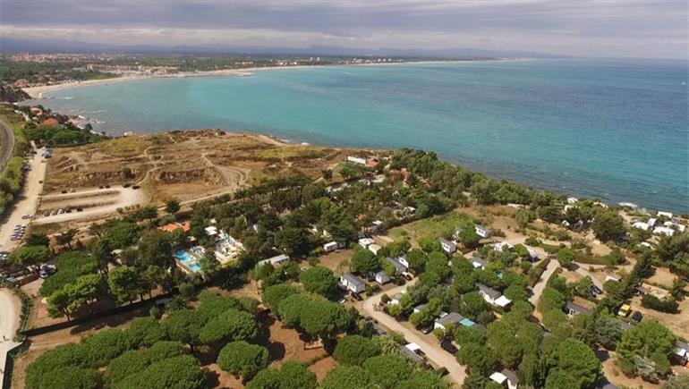 Setting of Criques de Porteils campsite in France